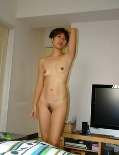 Naked Asian girlfriend deepthroats fat cock